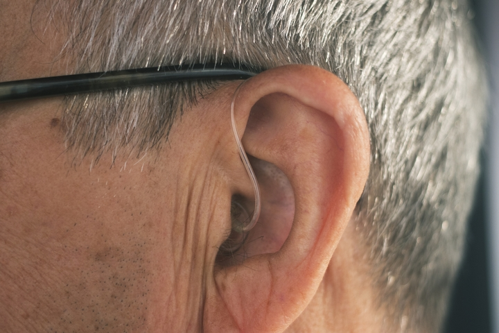8 POTENTIAL SIGNS OF AN EAR INFECTION PROBLEM